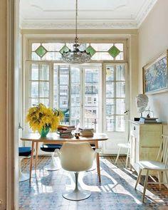 Bunte Fliesen mit Muster im Wohnzimmer