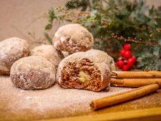 Rumov pernky s marcipnom a koricou - Cvienie a zdrav ivotn tl - Cvite. New Recipes, Cookie Recipes, Favorite Recipes, Sweet Desserts, Biscotti, Christmas Cookies, Almond, Food And Drink, Sweets