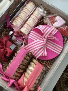 Valentine Gift Baskets, Valentine's Day Gift Baskets, Valentines Gift Box, Valentines Gifts For Boyfriend, Boyfriend Gifts, Customized Gifts, Custom Gifts, Custom Gift Boxes, Poppins