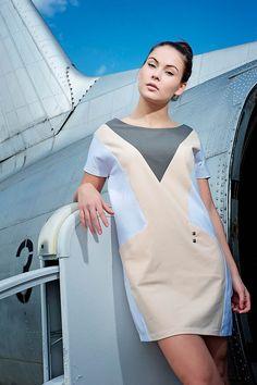 Šaty Barbarella - bílé/nude A je to venku! S prvními paprsky nefalšovaného jara se vyklubaly naše nové šaty. Naprosto pohodlný střih a materiál je uzpůsobený k tomu, aby šaty byly nositelné několika způsoby, s páskem nebo bez, k punčochám, legínám, nebo jen tak naboso:) Dostupné jsou tři varianty, dvě kombinované se sténem a něžná bílá s tělovkou. Výšivka na ...