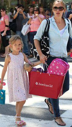 Jennifer Garner takes daughter Violet to the American Girl store