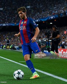 Sergi Roberto Photos - Sergi Roberto of FC Barcelona runs with the ball during the UEFA Champions League Group C match between FC Barcelona and Celtic FC at Camp Nou on September 2016 in Barcelona, . - FC Barcelona v Celtic FC - UEFA Champions League