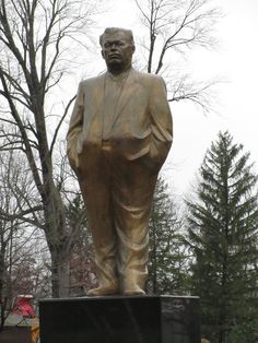 DAVISON TOWNSHIP, MI – Former Flint Mayor Don Williamson has a giant bronze statue of himself surrounded by six bronze lion statues outside the gated entrance to his home.