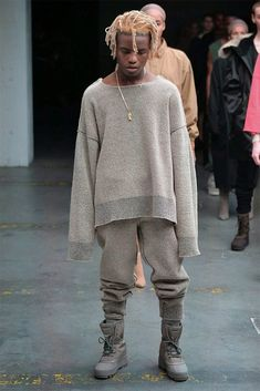 Hot on the heels of his Adidas Yeezy 750 Boost sneakers, Kanye West unveiled his fall 2015 debut ready to wear collection for Adidas during New York Fashion… Kanye West Style, Kanye West Fashion, Kanye West Outfits, Adidas Originals, Men Looks, Fashion Week, New York Fashion, Fashion Tips, Yeezy Season 1