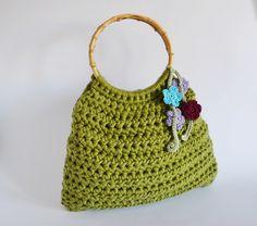 Guarda questo articolo nel mio negozio Etsy https://www.etsy.com/it/listing/385404402/borsa-verde-uncinetto-borsa-manico
