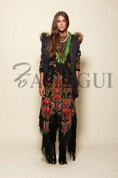 Falda asimétrica negra con estampado ruso - 295,00€ : Zaitegui - Moda y ropa de marca para señora en Encartaciones