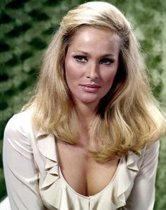 Is there any more memorable cinematic image than Ursula Andress in a white bikini? As Honey Ryder she was the ultimate Bond girl, and when she ran across that Jamaican beach she made us all want to go into the super spy life. Ursula Andress, Divas, Mädchen In Bikinis, Faye Dunaway, Bond Girls, Most Beautiful People, Beautiful Ladies, Actrices Hollywood, Portraits