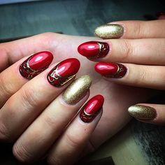 ¿Recordáis nuestro #video de hace unos días? Este fue el resultado, uñas de #Navidad #súper #glamurosas!!! Cuéntale a nuestra #técnico cuál es tu idea de #diseño y ella lo hará realidad, ven y #atrévete #destacar #llamallama #destellos #golden #red #christmas #nails #nails #design #rubí #opi #harmony #gelnails #gelfx #nailpolish #nailart #nailstagram#latatybuena  www.vimeo.com/149036406