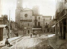 Plaza mayor de Sarrià 1905. A la izquierda se distingue el quiosco de la Compañía General de Tranvías.