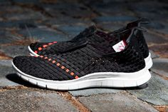 Exercise in style with the Nike Sportswear Free Woven Black/Sail.