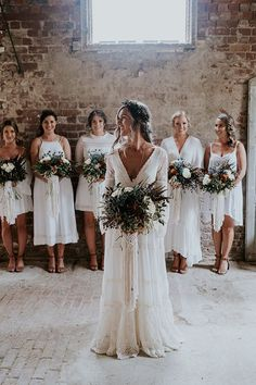 Beautiful bridal style and the bridesmaids ❤️