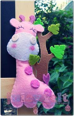 felt giraffe as a toy for babies, maybe Felt Animals, Fabric Animals, Felt Giraffe, Felt Banner, Felt Stocking, Felt Material, Creation Deco, Felt Christmas Ornaments, Felt Patterns