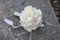 Bouquet candido per la sposa. Guarda altre immagini di bouquet sposa: http://www.matrimonio.it/collezioni/bouquet/3__cat