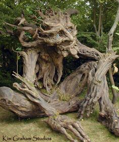 The Tree Troll -Sculptor/Artist: Kim Graham. The tall troll was built by artist Kim Graham and volunteers with non-toxic materials. Paper Mache Tree, Paper Tree, Unique Trees, Tree Carving, Wow Art, Metal Tree, Wood Tree, Green Man, Weird And Wonderful