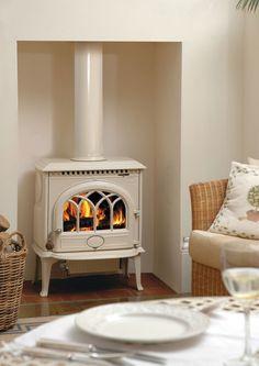 """Voorbeeld van een """"klassieke"""" houtkachel met een moderne witte uitstraling. - Jøtul F3 CB in ivoor emaille -http://www.uwkachel.nl/jotul-f3-clean-burn.html"""