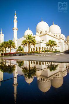 Palm Yard in Sheikh Zayed Grand Mosque, Abu Dhabi, United Arab Emirates