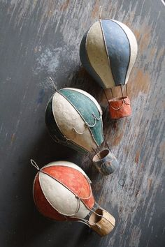 paper mache air balloon Paper Crafts - The Ultimate Craft Ideas Paper crafts had been very popular f Paper Mache Crafts For Kids, Paper Mache Projects, Paper Crafts, Diy Projects, Paper Mache Diy, Diy Paper, Paper Art, Diy Hot Air Balloons, Hot Air Balloon Paper