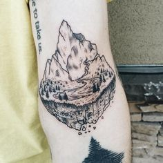 The first little floating mountain! Right in the elbow ditch! By @freeorgy