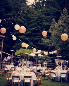 Creëer een hippe festival sfeer op je feest. Vintage uitstraling met deze lampionnen. Bohemian, trouwen, paper lanterns Diy trouwinspiratie, bruiloftsversiering, trouw ideeën, wedding Ideas, lanternes, event styling, Weddingdecoration, styling, lampions, Pompoms, #Weddingdecor, hochzeit dekoration, papierlaternen, fete de mariage www.lampion-lampionnen.nl