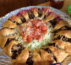 Share with friends        Taco Ring This is a easy recipe great for the big Game 1 lb ground beef (or 2 cups shredded cooked chicken) 1 (4 ounce) can chopped green chilies 1 (1 1/4 ounce) package taco seasoning 2 tablespoons water 1 cup shredded cheddar cheese (or taco blend) 1/4 cup crushed tortilla chips 2 …