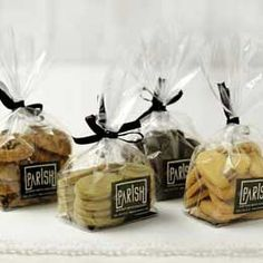 love this idea for bagging cookies                              …