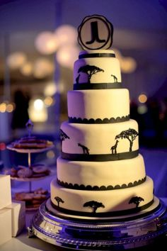60 Beautiful African Wedding Cake You Will Love for Your Inspirations - VIs-Wed African Wedding Cakes, African Wedding Theme, South African Weddings, Zulu Traditional Wedding, Traditional Cakes, Zulu Wedding, Low Cost Wedding, Wedding Cake Inspiration, Tiered Cakes
