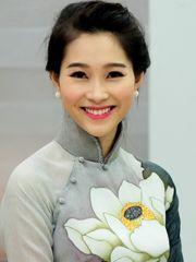 Hình ảnh hoa hậu Thu Thảo xinh đẹp và duyên dáng với nụ cười tươi tắn, rạng rỡ, nét đẹp rất đặc trưng của phụ nữ Việt Nam