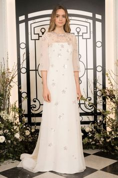 The new Jenny Packham wedding dresses have arrived! Take a look at what the latest Jenny Packham bridal collection has in store for newly engaged brides. Wedding Dress Trends, Gorgeous Wedding Dress, New Wedding Dresses, Gown Wedding, Jenny Packham Wedding Dresses, Jenny Packham Bridal, Elie Saab Bridal, Bridal Looks, Bridal Style