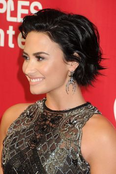demi_lovato_2016_musicares_person_of_the_year_07.jpg (1470×2205)