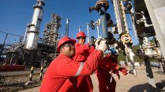 PDVSA y Gavenplast producirán bombonas de gas PDVSA suscribió un acuerdo con Gavenplast para crear una empresa que fabricará un millón de cilindros anuales para gas  http://wp.me/p6HjOv-33e ConstruyenPais.com