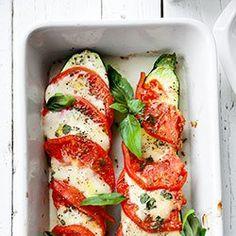 Cukinia zapiekana z mozzarellą, pomidorami i bazylią | Kwestia Smaku