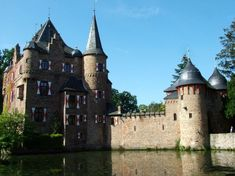Top 10 Medieval Castles in Germany :http://www.medievalists.net/2014/08/21/top-10-medieval-castles-germany/