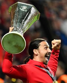 Zlatan Ibrahimovic celebrates with the Europa League trophy on the Friends Arena pitch. Manchester United City, Manchester United Champions, Newcastle United Fc, Football Is Life, Football Match, Aston Villa Fc, Everton Fc, Football Pictures, Europa League