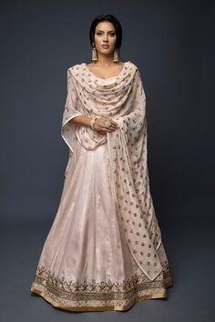 Pakistani Fashion Party Wear, Pakistani Bridal Wear, Pakistani Dress Design, Pakistani Dresses, Indian Dresses, Indian Wedding Outfits, Indian Outfits, Indian Clothes, Indian Attire