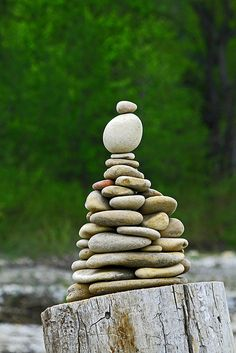turm (With images) Pebble Stone, Pebble Art, Stone Art, Zen Rock, Rock Art, Stone Balancing, Stone Cairns, Rock Sculpture, Garden Sculpture