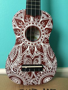 This diamond head ukulele is covered in a henna like design in white paint. This ukulele sounds great and is an awesome first pick for beginners! Ukulele Art, Ukulele Songs, Ukulele Chords, Guitar Art, Music Guitar, Ukulele Drawing, Cool Ukulele, Diamond Head Ukulele, Painted Ukulele