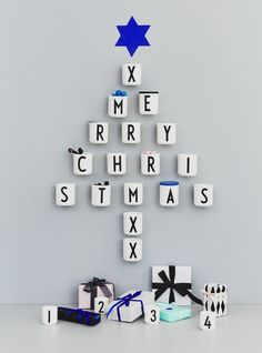 The Design Letters cups are also perfect as a kitchen jar, such as pen holders, toothbrush holders or flower pots. The typefaces are those created in 1937 by the Danish architect Arne Jacobsen. Merry Christmas Text, Grinch Stole Christmas, Christmas Travel, Diy Christmas Tree, All Things Christmas, Christmas Time, Christmas Decorations, Xmas, Pocket Letter