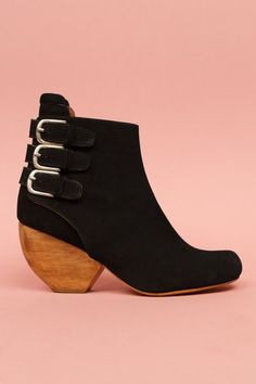 Rachel Comey shoes are the cutest. These + jeans + blazer would be my fall outfit.