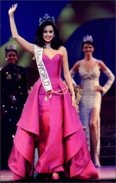 Jackeline Aguilera, Miss World 1995 from Venezuela.. Idea for the costume and accessories the pageants have.
