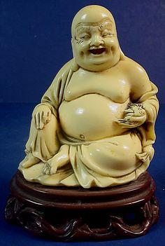 LORD LAUGHING BUDDHA...............SOURCE EBAY.COM.............Ce bouddha fait en effet véritablement parti de l'histoire et de la culture chinoise.Considéré comme un véritable porte-bonheur en Chine, Le bouddha rieur est très généralement représenté avec un grand sac remplie d'objets précieux. Selon la tradition, ce sac ne se vide jamais et contient aussi bien des symboles de richesse, que les malheurs des hommes que ce bouddha bienveillant soulage...........