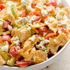 Buffalo Chicken Pasta Salad Buffalo Chicken Pasta Salad is a quick and easy recipe perfect for a game day party or a summer picnic. Tender pasta is tossed with a creamy buffalo sauce and fresh vegetables all topped off with crumbl Buffalo Chicken Pasta Salad, Chicken Pasta Salad Recipes, Easy Pasta Salad Recipe, Best Pasta Salad, Spinach Salad Recipes, Healthy Salad Recipes, Ranch Chicken, Side Dishes Easy, Main Dishes