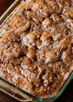 Apple Fritter Cake is a soft apple filled cake, with a crispy sugar glaze! You're favorite old fashioned doughnut in cake form! Used glass 13 x cook five or so minutes longer. center was pretty wet. Otherwise delicious! Apple Fritter Cake, Apple Fritters, Apple Cake Recipes, Dessert Recipes, Dessert Ideas, Quick Dessert, Frosting Recipes, Brunch Recipes, Summer Recipes