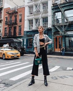 15 Culotte Outfits We're Trying This Fall JILL WALLACE little black boots checked blazer, culottes and bra top Black Culottes, Culottes Outfit, Blazer Outfits, Jean Outfits, Skinny Jeans Heels, Jeans With Heels, Dress With Sneakers, Dress And Heels, Black Cullotes Outfits