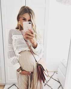 Fantastic mom to be detail are offered on our website. Take a look and you will not be sorry you did. Casual Maternity Outfits, Stylish Maternity, Maternity Wear, Maternity Fashion, Winter Pregnancy Outfits, Mom Outfits, Winter Fashion Outfits, Fall Outfits, Summer Outfits