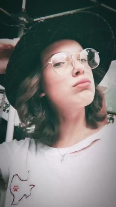 Millie Bobby Brown, Camilla Mendes, Bobby Brown Stranger Things, Browns Fans, Beautiful Celebrities, Youtubers, Singer, Actresses, My Favorite Things