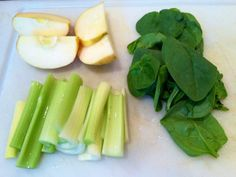 Ingredients for Apple Celery Spinach Juice Heres what youll need: 1 apple 4 celery stalks 1 handful of spinach Apple Spinach Smoothie, Smoothie Legume, Celery Smoothie, Green Detox Smoothie, Celery Juice, Lime Juice, Smoothie Cleanse, Juice Cleanse, Healthy Juices