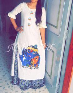 Dress pattern tunic fabrics 52 new Ideas Saree Painting, Dress Painting, T Shirt Painting, Fabric Painting, Diy Painting, Kurta Designs, Blouse Designs, Hand Painted Dress, Painted Clothes