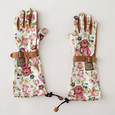 """With extended cuffs that protect against scratches, insects and sun exposure, these cotton twill gloves are a practical choice for the gardener. Synthetic leather palms feature a double-reinforced thumb and index finger, while a built-in drawstring at the cuff keeps soil out of the glove.- Cotton, spandex, synthetic leather- Machine washable- ImportedSmall: 6.5-7"""" hand circumference, 2.5-3"""" finger lengthMedium: 6.75-7.25"""" hand circumference, 3-3.125"""" finger lengthLarge: 7.5-8"""" hand…"""