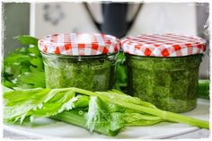 Sellerie Oregano Paste (für Nudelsoße a la Miracoli) 350 g Stangensellerie 50 g grobes Meersalz ½ Glas (10g) Oregano getrockn...