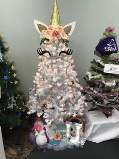 Who do you know that would love this sparkly magical tree? Who do you know that would love this sparkly magical tree? Christmas Trees For Kids, Christmas Tree Themes, Merry Little Christmas, Xmas Tree, Christmas Traditions, Christmas Holidays, Christmas Crafts, Christmas Ornaments, Unicorn Christmas Decoration